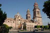 Cathedral. Morelia. Mexico/ Catedral de Morelia. La Catedral de Morelia se inicio en 1660 es de cantera rosa, estilo barroco tablereado sus torres de ...