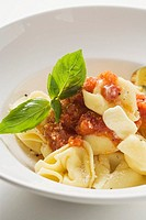 Tortellini with tomato sauce, butter and basil