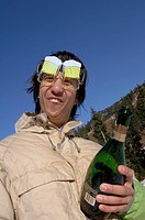 Man wearing ´beer goggles´ and holding champagne