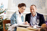Couple eating at restaurant (thumbnail)