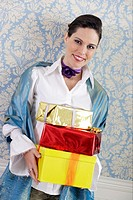 Woman holding gifts (thumbnail)