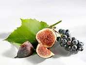 Fig, cut into pieces, and grapes