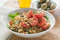 Emmer wheat salad with tomatoes and herbs Italy