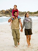 A family walking on the beach (thumbnail)