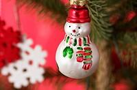 Snowman shaped Christmas tree ball