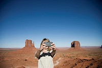 USA, Arizona, Monument Valley, Woman photographing self
