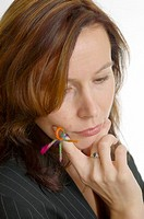Businesswoman with knot on finger in deep thought (thumbnail)