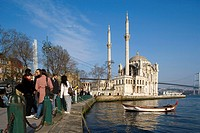 Ortaköy Mosque (aka Büyük Mecidiye Camii) on the Bosphorus, Istanbul. Turkey