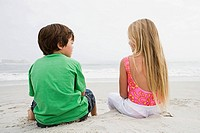 Girl and boy on beach (thumbnail)