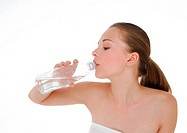 Close-up of a young woman drinking water from a water bottle
