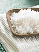 Peeling salts in a wooden bowl