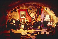 Krakow, Loch Camelot cabaret
