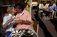Sylt, a couple eating oysters on the boulevard