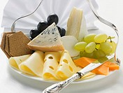 Cheese platter with grapes and crackers