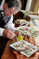 Canada, Montreal, Fairmont Queen Elizabeth Hotel, male waiter, hors d´oeuvres reception, prepare, food, hospitality,