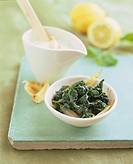 Spinach and yoghurt sauce