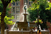 Europe, UK, England, Manchester, Albert Square fountain