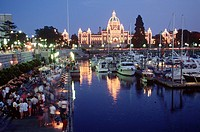 Victoria´s inner harbour with the Parliament Buildings lit at night  Tourist walk on the causeway, Victoria, Vancouver Island, British Columbia, Canad...