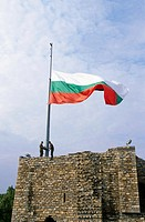 Bulgarian flag on top of fort, Veliko Turnovo, Bulgaria