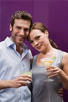 Couple drinking cocktails (thumbnail)