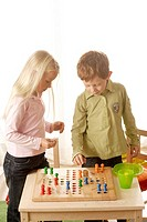 girl, boy, Mensch-Ärgere-Dich-Nicht, plays, detail, series, people, children, board-game, game, dice, wood-dice, cheerfully, fun, enjoyments, together...