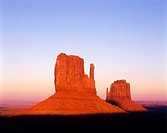 SCENIC MITTENS. MONUMENT VALLEY. NAVAJO TRIBAL PARK. ARIZONA. USA