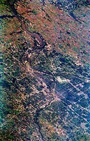 The twin cities of Minneapolis and St. Paul are the focal point of this southeast_looking, low_oblique photograph. The more populated of the two citie...