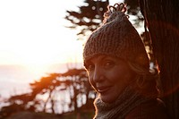 Mature woman in a hat and scarf (thumbnail)