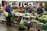 UK, England, North Yorkshire, Thirsk, Market Place, farmers market, produce, shopping,