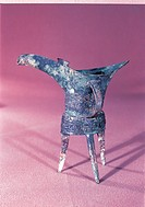the bronze-made goblet with three legs of Shang Dyn asty
