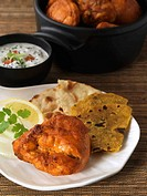 Tandoori chicken with flatbread and yoghurt dip