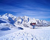 Blue sky Thin clouds Snow_covered mountain Tourist Guide Dievorezza Photographed Point Perse glacier The outskirts of Saint Moritz Switzerland