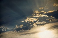 Sun shining through clouds (thumbnail)