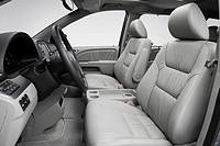 2008 Honda Odyssey Touring in Green - Front seats