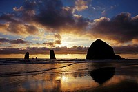 Haystack rock, Cannon Beach. Oregon, USA