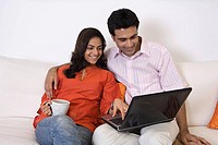A couple using a laptop (thumbnail)