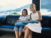 Mother watching television with her daughter 6_9