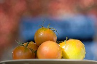 Stack of tomatoes (thumbnail)
