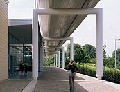 BATH UNIVERSITY SPORTS VILLAGE, UNIVERSITY OF BATH, BATH, BATH & N E SOMERSET, UK, DAVID MORLEY ARCHITECTS, EXTERIOR, COLONNADE