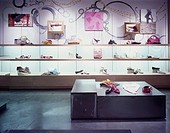 KICKERS STORE, METRO CENTRE, NEWCASTLE UPON TYNE, TYNE & WEAR, UK, DALZIEL & POW, INTERIOR, SHOE DISPLAY
