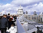 MILLENNIUM BRIDGE, LONDON, SE1 SOUTHWARK + BERMONDSEY, UK, FOSTER & PARTNERS, EXTERIOR, VIEW FROM BRIDGE TO ST PAULS