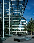 TOWER PLACE, LOWER THAMES PLACE, LONDON, EC3 FENCHURCH, UK, FOSTER & PARTNERS, EXTERIOR, DAY VIEW ACROSS OUTDOOR ATRIUM