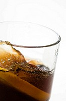 Close_up of a glass of cola