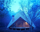 Y HUTTE, KARUIZAWA, JAPAN, KENGO KUMA & ASSOCIATES, EXTERIOR, EXTERIOR VIEW AT NIGHT