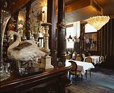LES TROIS GARCONS, 1 CLUB ROW, LONDON, E1 ALDGATE, UK, UNKNOWN OR N/A, INTERIOR, STUFFED SWAN ON BAR AND RESTAURANT IN BACKGROUND