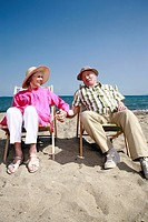 Senior couple on beach (thumbnail)
