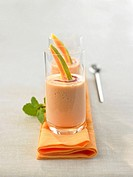 Papaya smoothie with cassis