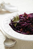 Red cabbage with raisins