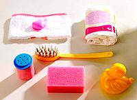 Close-up of toiletries with a rubber duck (thumbnail)