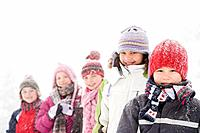 Children in the snow (thumbnail)